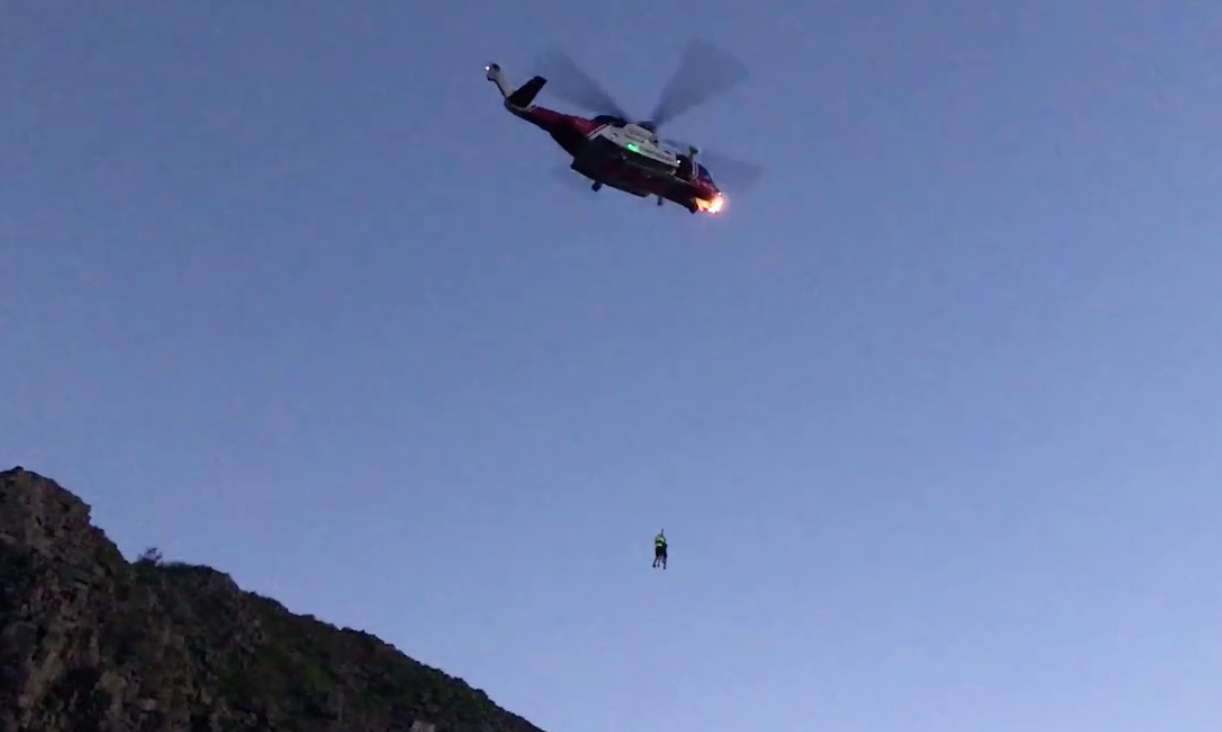 Flintshire based search and rescue team called into action to assist 3 men stuck on a quarry face
