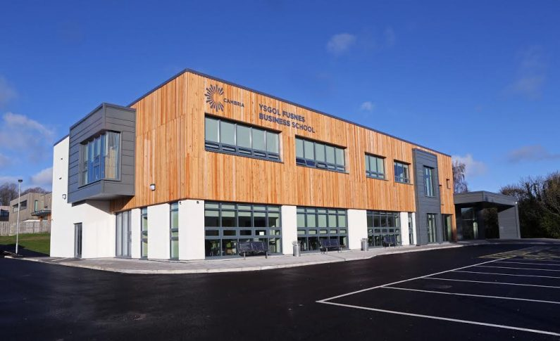 Wynne celebrates completion of new Coleg Cambria Management Centre